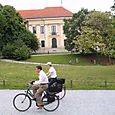 Cyclists_in_park