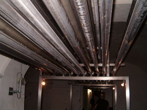 Pipes_on_ceiling